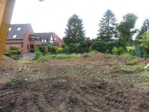 Grundstück nach ersten Arbeiten ohne Bäume