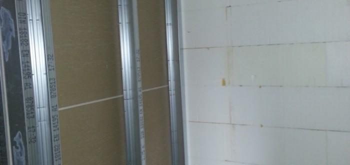 Garderobenwand zu Gäste WC