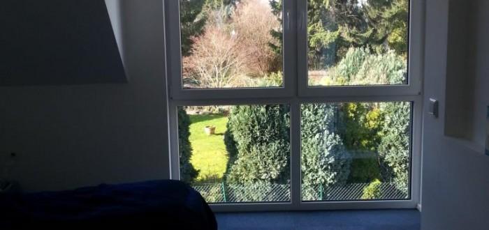 Schlafzimmer Blick aus Fenster